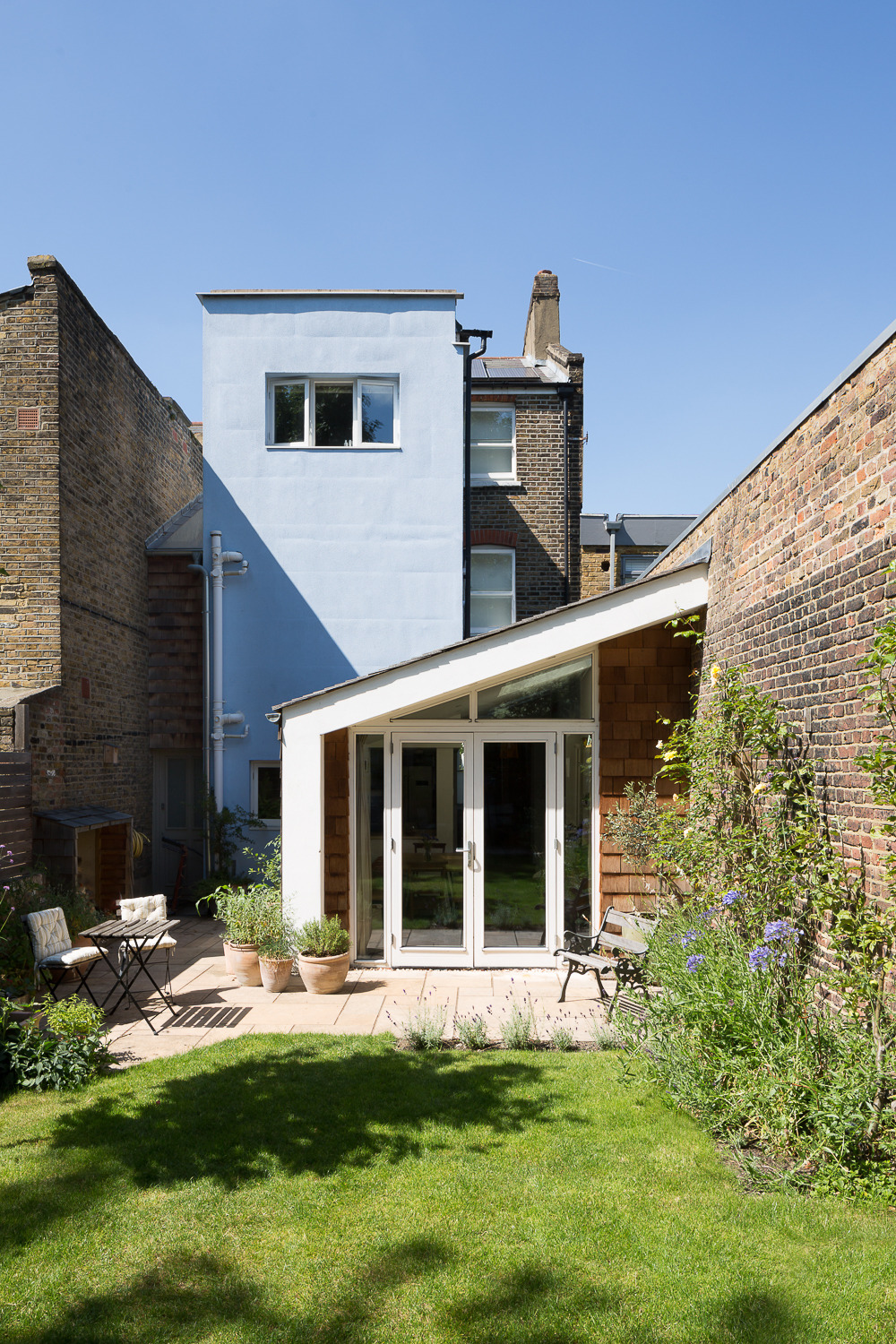 The ground floor rear extension is a new element added by Chris. The blue part of the house was, in the upper storey, an extension added onto the rear outrigger of the house in the 1990s resulting in a mish-mash of finishes. Chris insulated this portion with external wall insulation - there was no nice Victorian brickwork to preserve, and insulating externally doesn't impinge on the internal floor area.