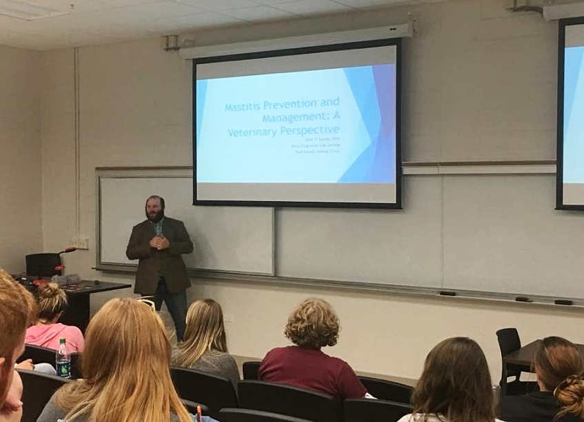 Dr. Laster lecturing to students at the University of Kentucky graduate program on the veterinarian's role in milk quality.