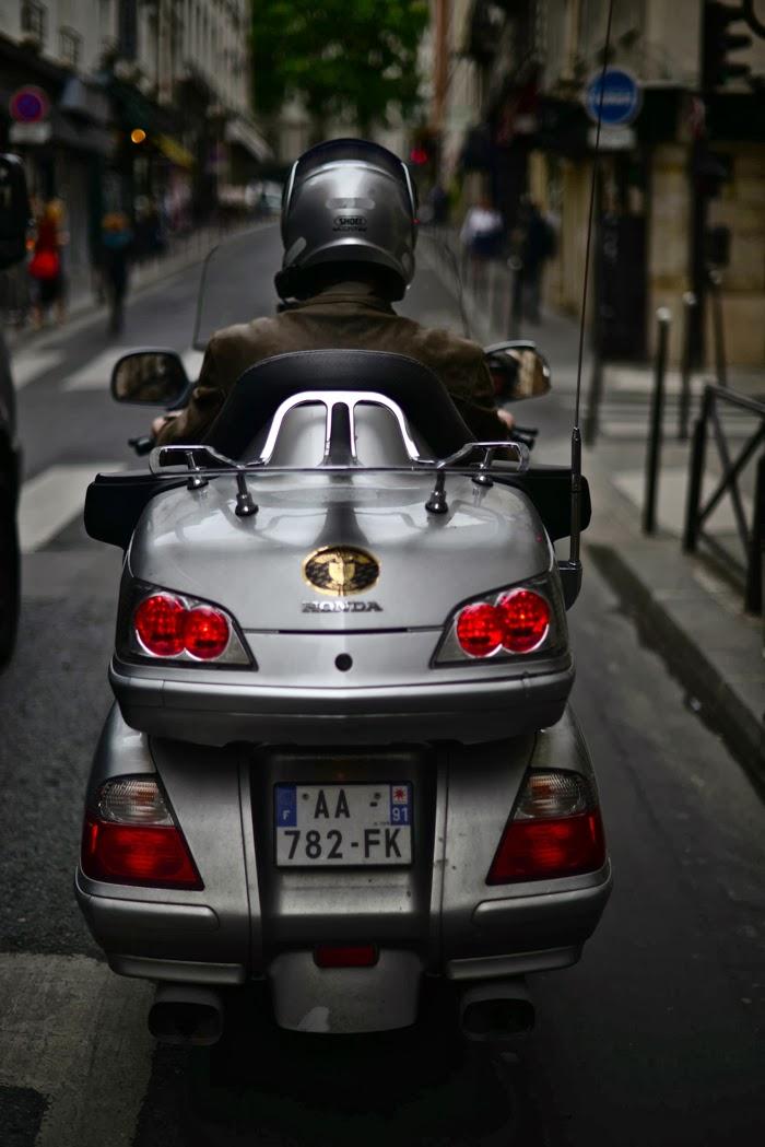 Sur-Le-Moto-Paris-Street-Gents-Dapper-Lou1.jpg