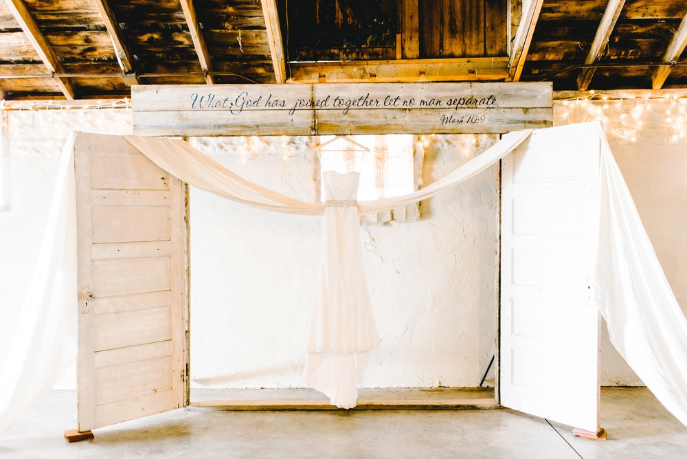 Rustic Rose Barn Roland Iowa Wedding_2430.jpg
