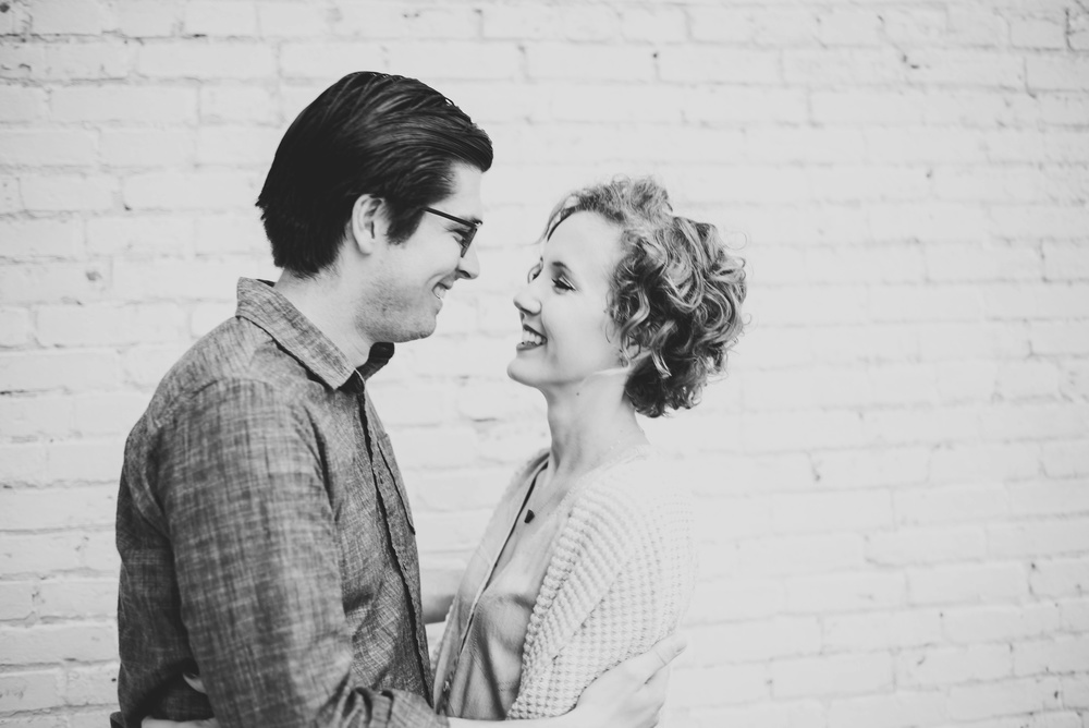 Broadway Green Bay Engagement Photographer_3387.jpg