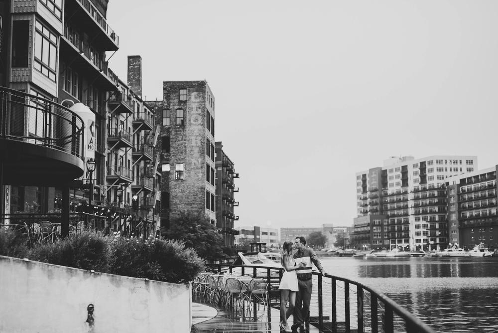 Downtown Milwaukee Engagement Photographer_3675.jpg