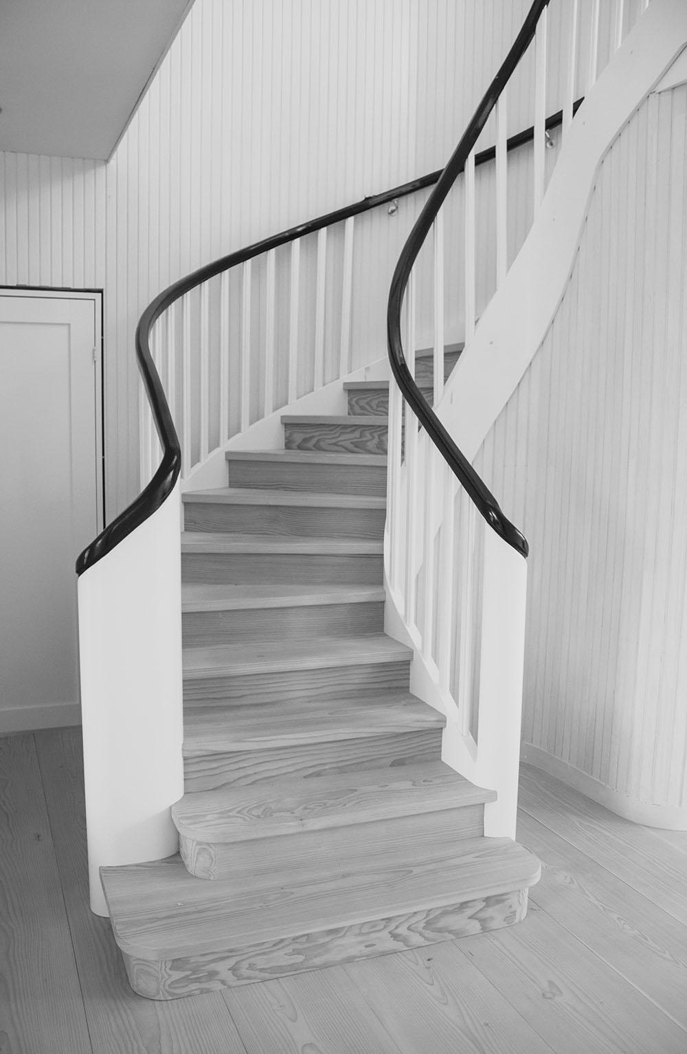 Även den vackra trappan har mamma ritat.Hägglund och Sonhar snickrat den åt oss.