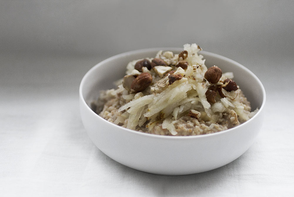 Multi-grain porridge with varm pears and hazelnuts.