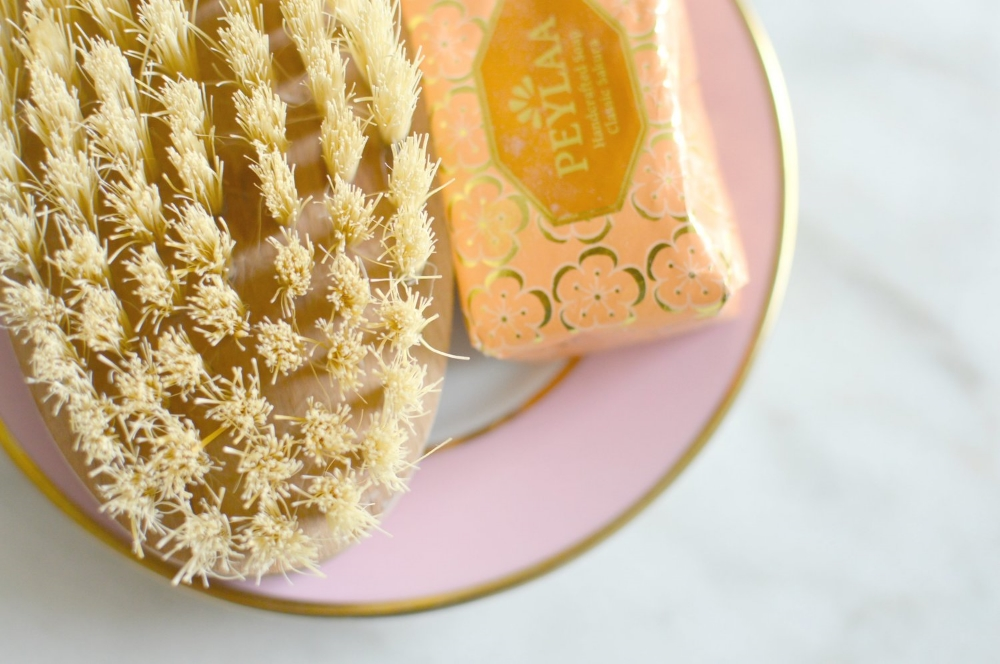 dry-brushing-beauty-tutorial-spring-cleaning-2.jpg