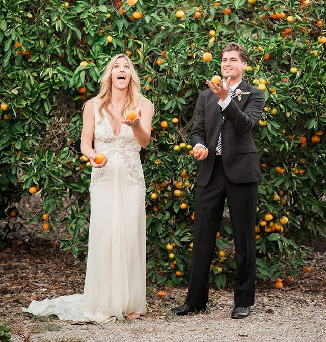 Couples who juggle together stay together 🍊 ;) Holly + Christian  #bts with @amynicholsse & @kellyoshiro hair/makeup @janet__villa #weddinginspiration #weddingportrait #funportraitideas #wedding #brideandgroom #juggle