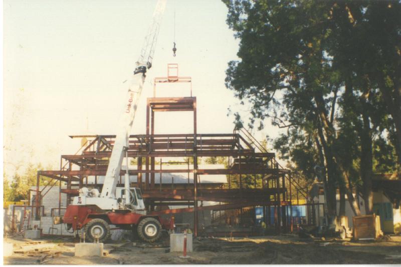 Queue building steel 3345369697[K].JPG