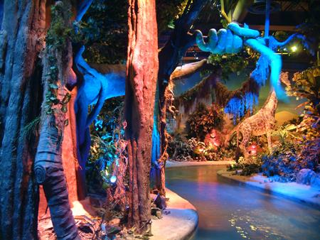 Snake in monkey tree striking 2402685026[K].JPG