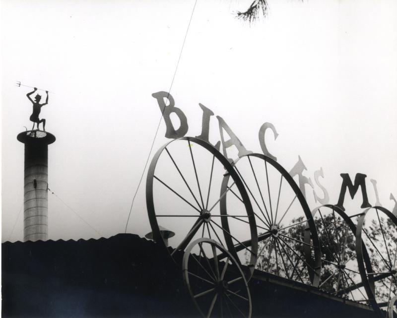 Spillikin Corner blacksmith sign 03 3343584672[K].JPG