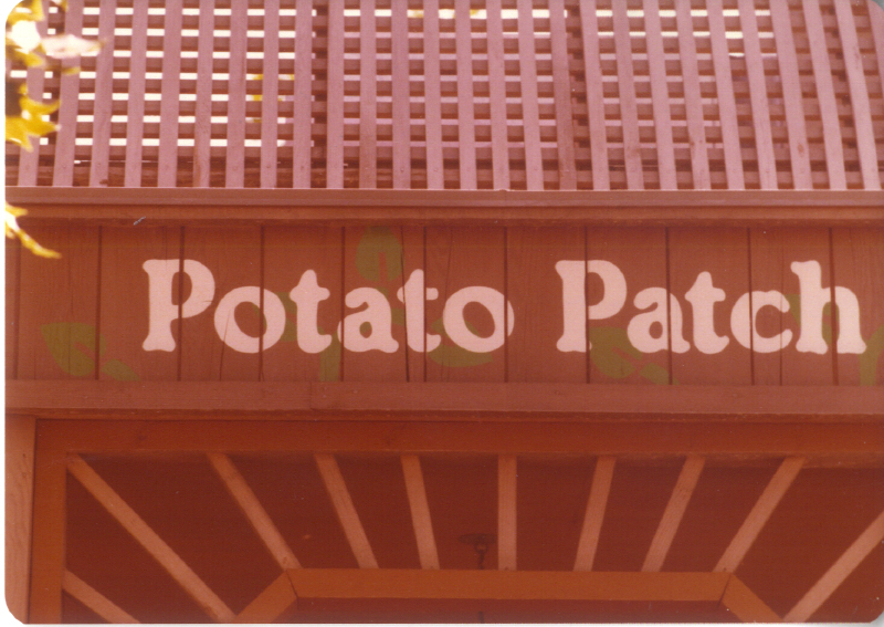 Spillikin Corners potato patch 02 3484960998[K].JPG