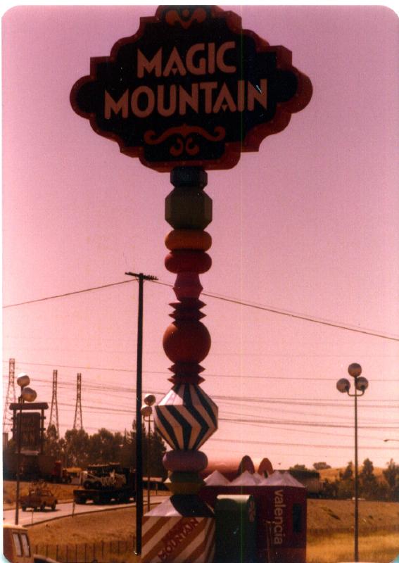 MAGIC MOUNTAIN sign 02 3484098967[K].JPG