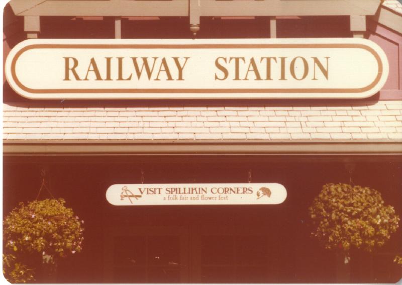 MAGIC MOUNTAIN Train Station 02 3484922300[K].JPG