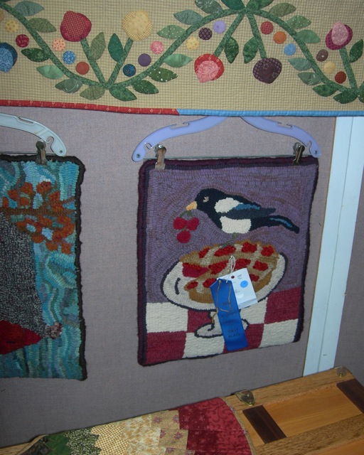 My  Magpie Cherry Pie  rug won a blue ribbon.