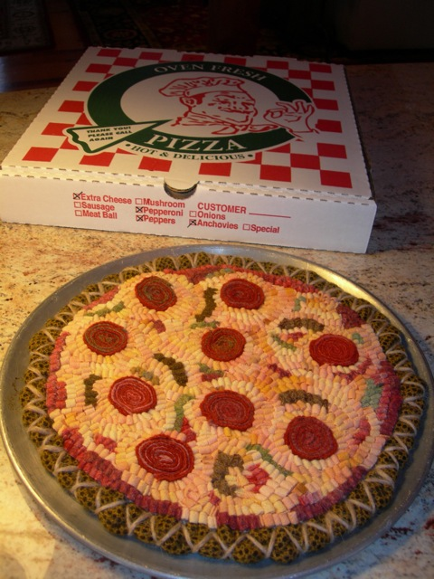 This is my original hooked pizza that I gave away.  It looks pretty yummy.