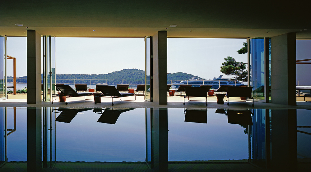 05 HVD Swimming Pool and Sun Terrace.jpg.jpg