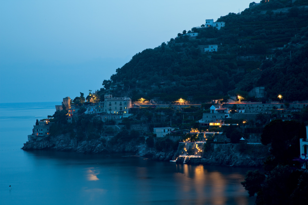 palazzo-avino-clubhouse-by-the-sea-by-the-night.jpg