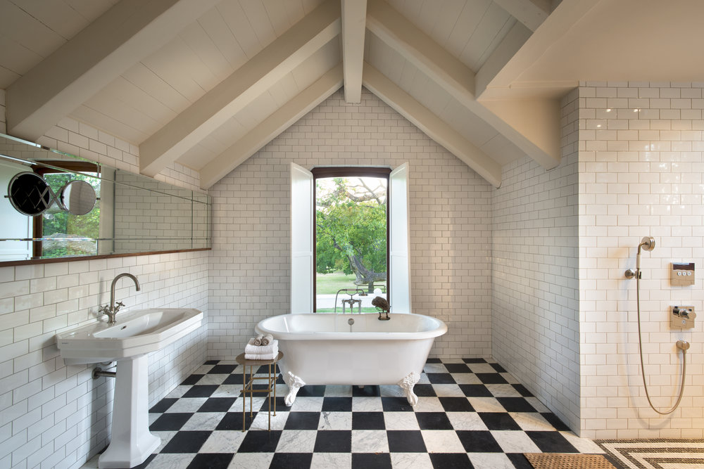 5.Bathroom of Queen Bee loft suite in Farmhouse.jpg
