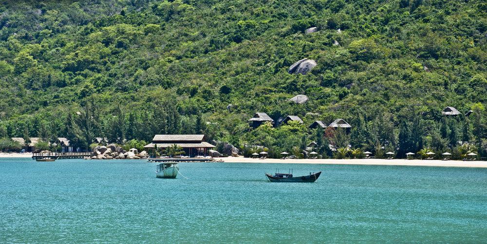 01 An Lam Ninh Van Bay.jpg
