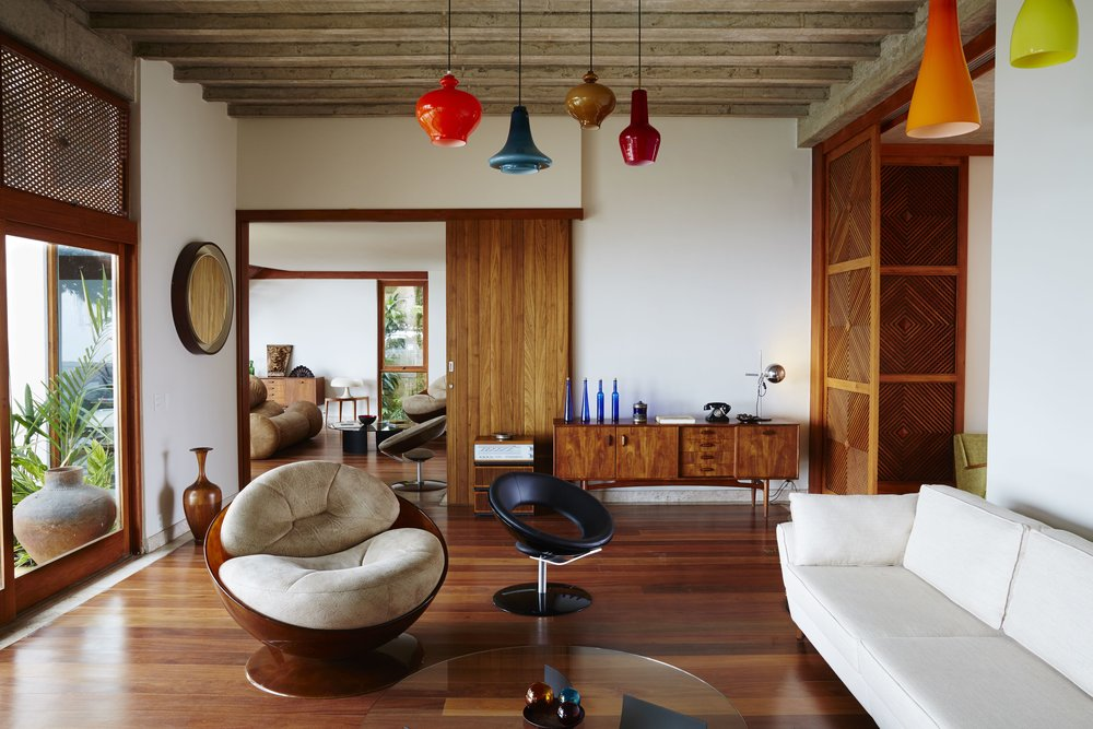 Chez_Georges_Living_Room_01.jpg