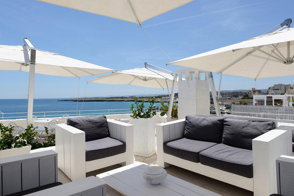Lounge Bar 1.jpg
