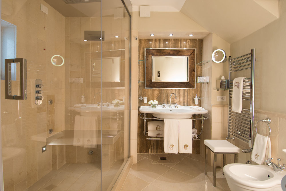 Suite Carlo V Bathroom.jpg