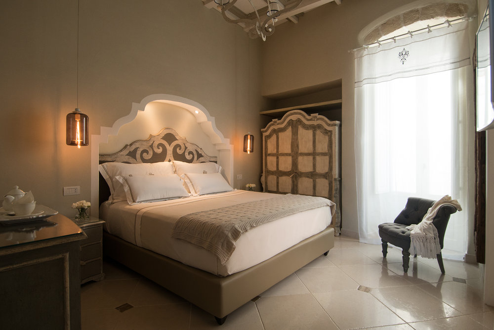 Suite Carlo V Bedroom.jpg
