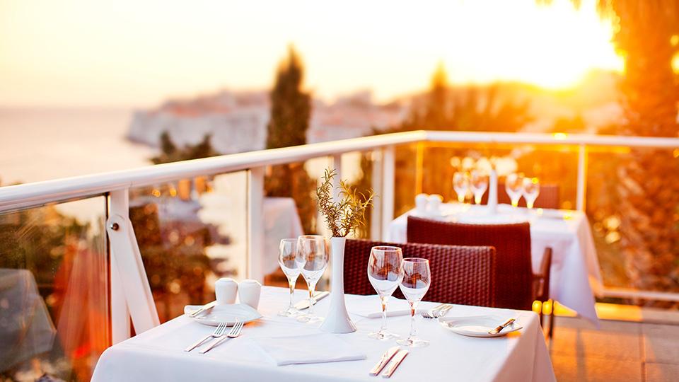 0ALH_GVArgentina_restaurant-terrace_01.jpg