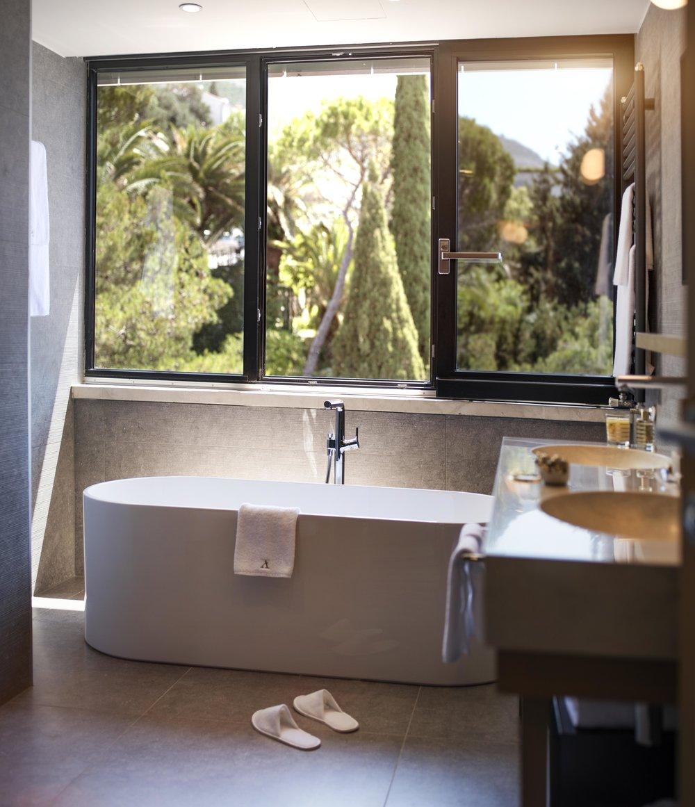 ALH_HotelExcelsiorDubrovnik_Executive_Suite_Tower_bathroom.jpg