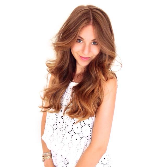 💙 @emilysarapike & that #longhealthyhair! @mechesalonla #hairtalk #sombre #sunkissed #brunette #blonde #balayage #foils #olaplex #sexyhair #longhair #waves #mechesalon #mechesalonla #beverlyhillshair #chrisgreenehair