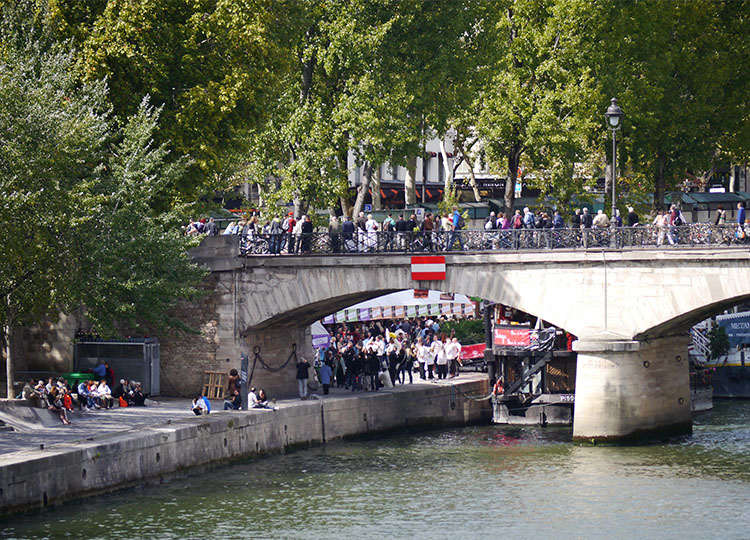 Quai de la Tournelle, Paris.