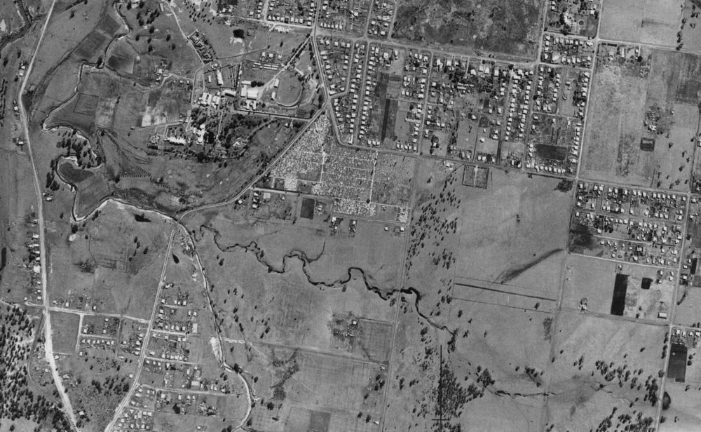 Aerial photograph from 1946 shows Small Creek running east-west (right-left) in the centre of the image. The Ipswich Cemetery is above. Image: Ipswich City Council Library.