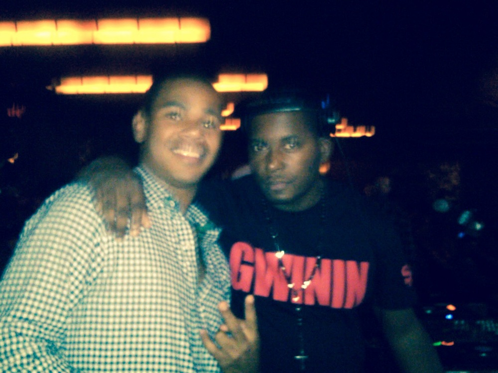 A quick pic of me and the Prince of NY, DJ SELF! He was cuttin' it up real nice at the Drake show, Radio City Music Hall. Let's Get it Gwinin!!!