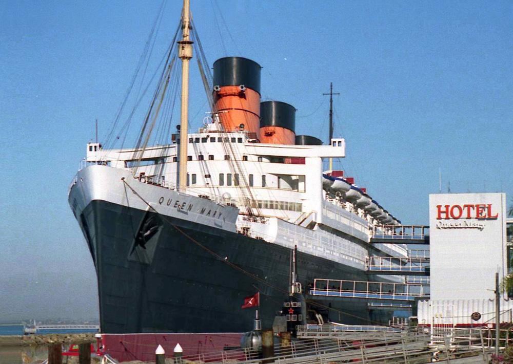 Hotel_Queen_Mary,_Long_Beach_01.jpg