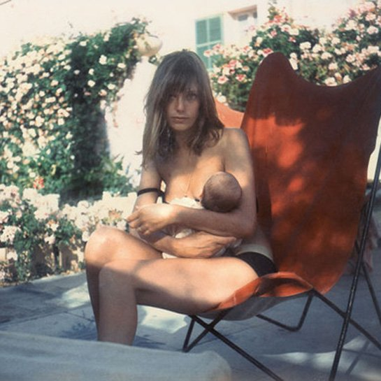 6-75338-jane-birkin-breastfeeding-1407266618.jpg