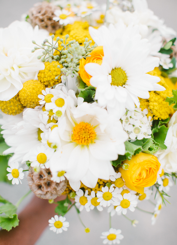 misty-farm-wedding-photography-yellow-bouquet.jpg.jpg