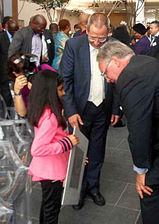 Afeefah Patel meets Warren Buffet.jpg
