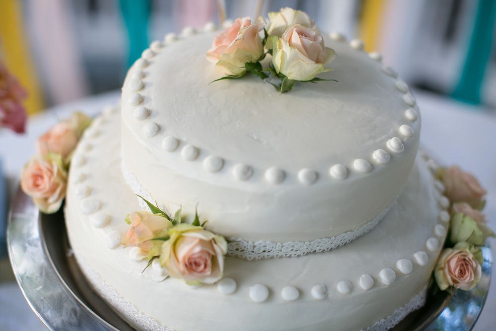 To Have & To Hold Weddings {wedding cake with roses}