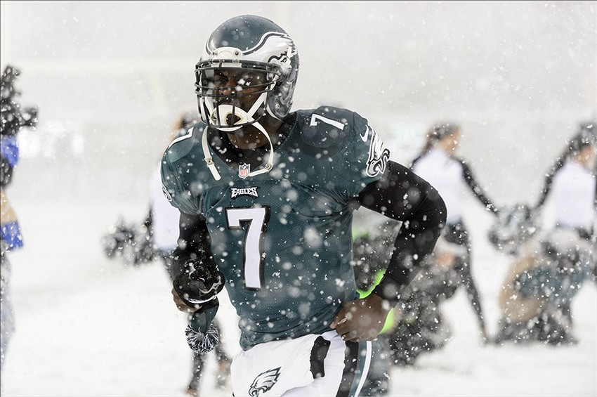 Vick signed a 1 year deal worth $5 million with the New York Jets. Vick loss his starting job to Nick Foles after he injured his hamstring in the first half of last season. (Howard Smith-USA TODAY Sports)