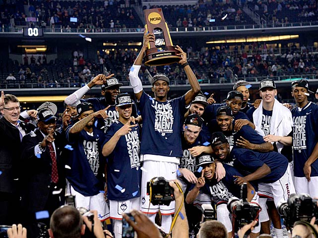 Deandre Daniels holds up the National Championship trophy for the world to see.(Greg Nelson/SI)