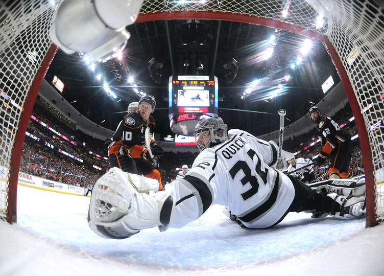 Johnathan Quick gave up a goal in the 1st period on a power play but then went into Stonewall Jackson mode, finishing with 36 saves on 37 shots. (Photo by Harry How/Getty Images)