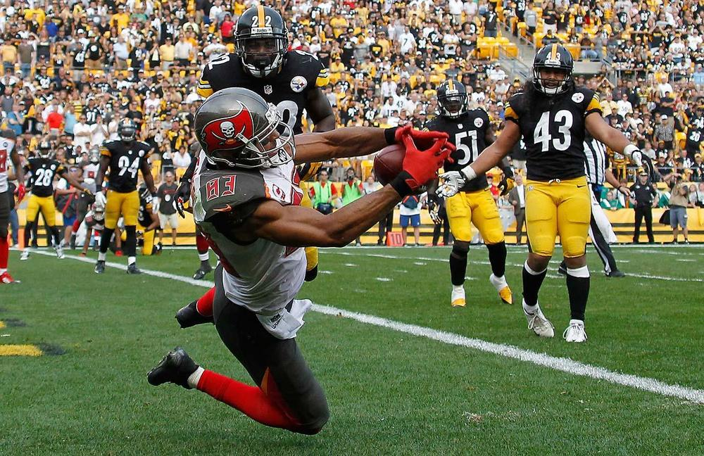 Vincent Jackson caught the game winning touchdown for the Bucs Sunday, giving them some of the mojo back they lost in Atlanta. (Justin K. Aller/Getty Images)
