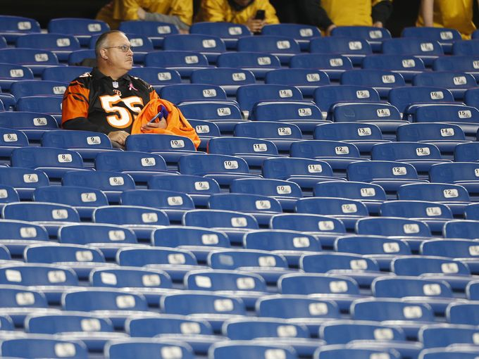 The Bengals are one of 10 franchises to never win a Super Bowl. Bengals fans since 1968 has witness their beloved Bengals play in 2 Super Bowls, both times they suffered tough losses to the 49ers. (AP Photo)