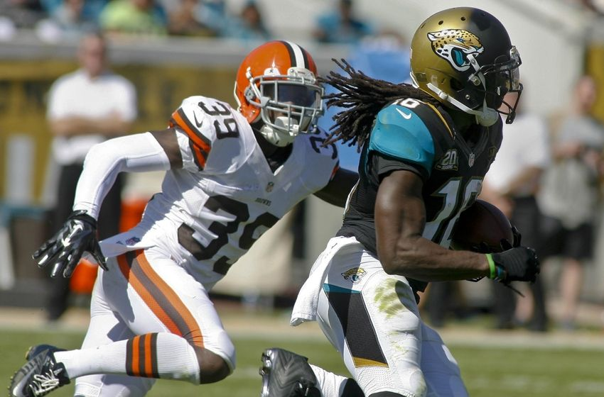 Denard Robinson stands at six feet and weighs 197 pounds playing running back for the Jacksonville Jaguars. Once a former QB at Michigan, Denard had a career game as a RB against the Browns, 22 carries, 127 yards, and 1 TD. Hats off to Denard Robinson. (Phil Sears-USA TODAY Sports)