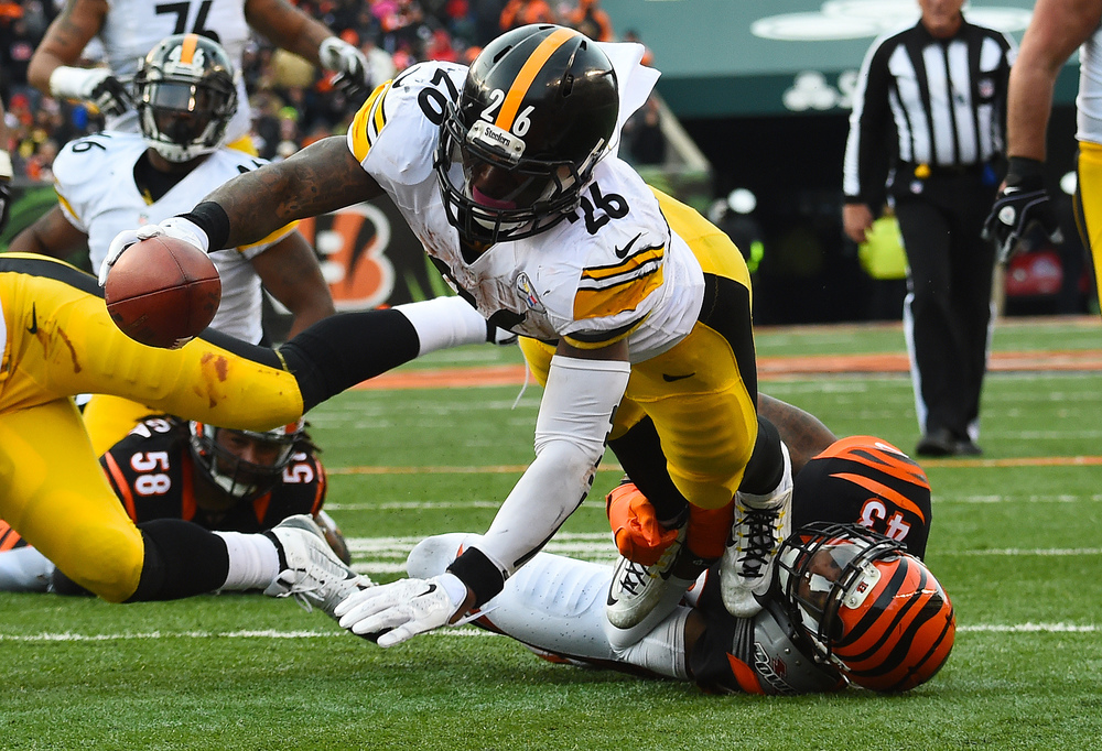 Leveon Bell is 2nd in the league in rushing, the Steelers may have found the back they needed to bring back the running game. (Mike DiNovo-USA TODAY Sports)
