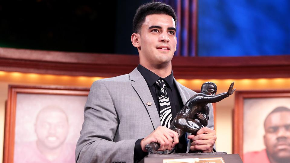 Mariota Becomes the 7th straight underclassmen to win the award, last senior being Troy Smith back in 2006. This is a trend that I think we will continue to see. (AP Photo)