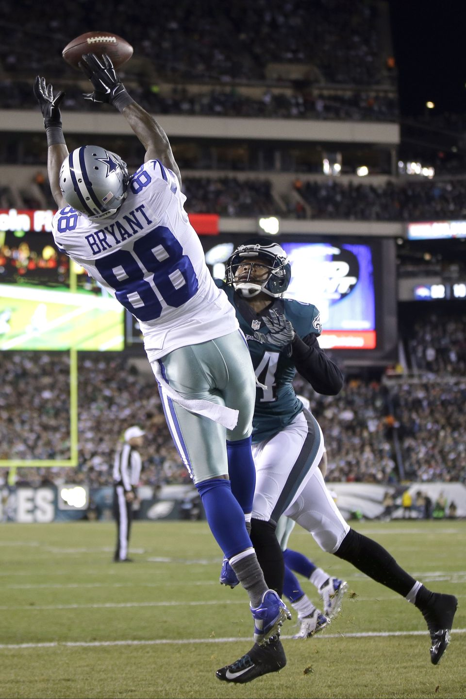 Dez Bryant made the Eagles secondary look real bad, like, really Bad. Three of his six catches were TDs #ThrowuptheX. (AP Photo)