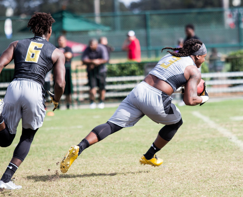 Anthony McFarland runs a route during the Under Armour Future 50 Camp in 2016. (James Sneed/Fan-I Sports)