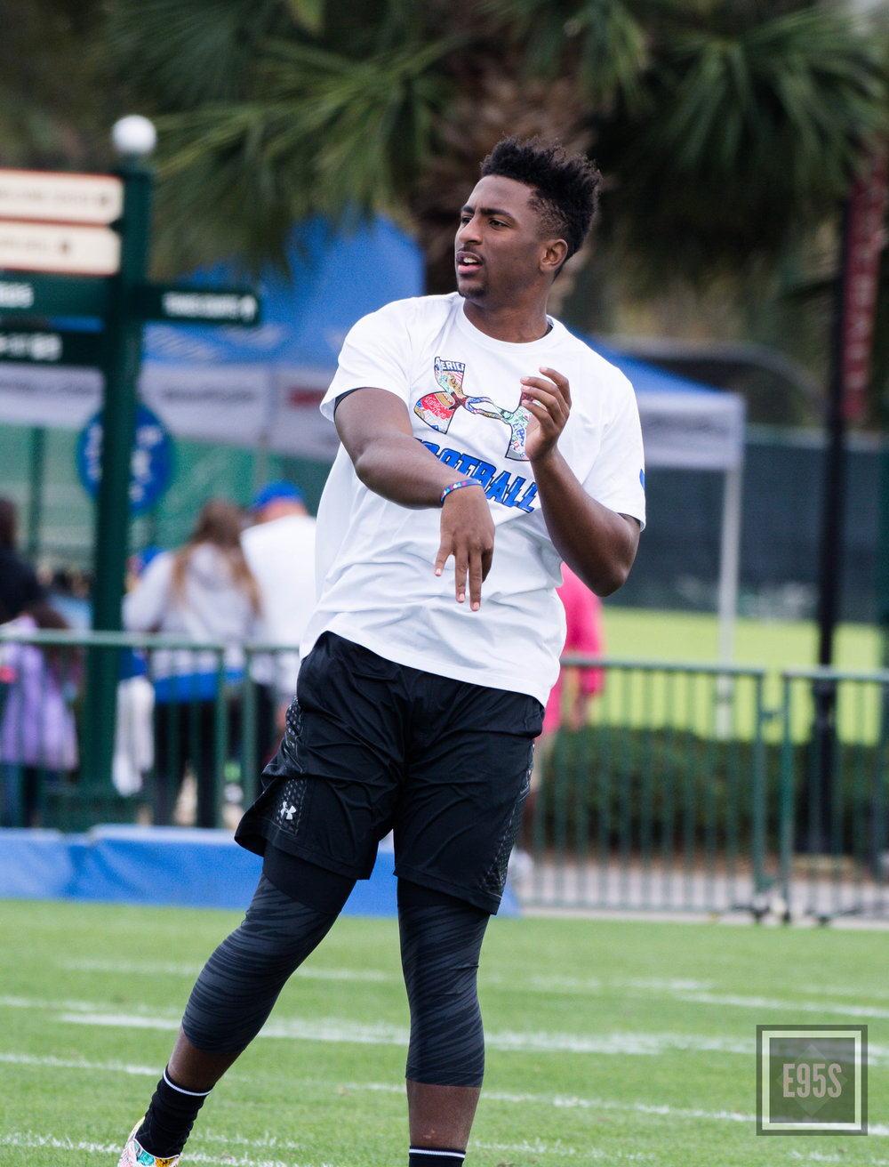 Kasim Hill throws passes during the 2017 UA All-American practice. Hill also participated in the skills challenge. (Jaharia Dixon/ East 95th Street Photography)