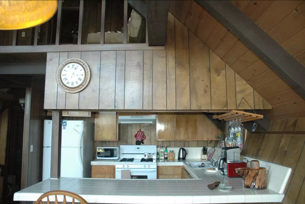 Nice angles in this kitchen. Should look good on film.