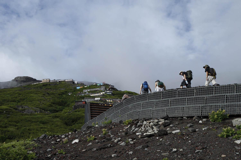 Climbers ascend Fuji
